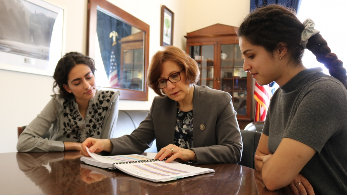 Bonamici works with Interns in Washington DC Office