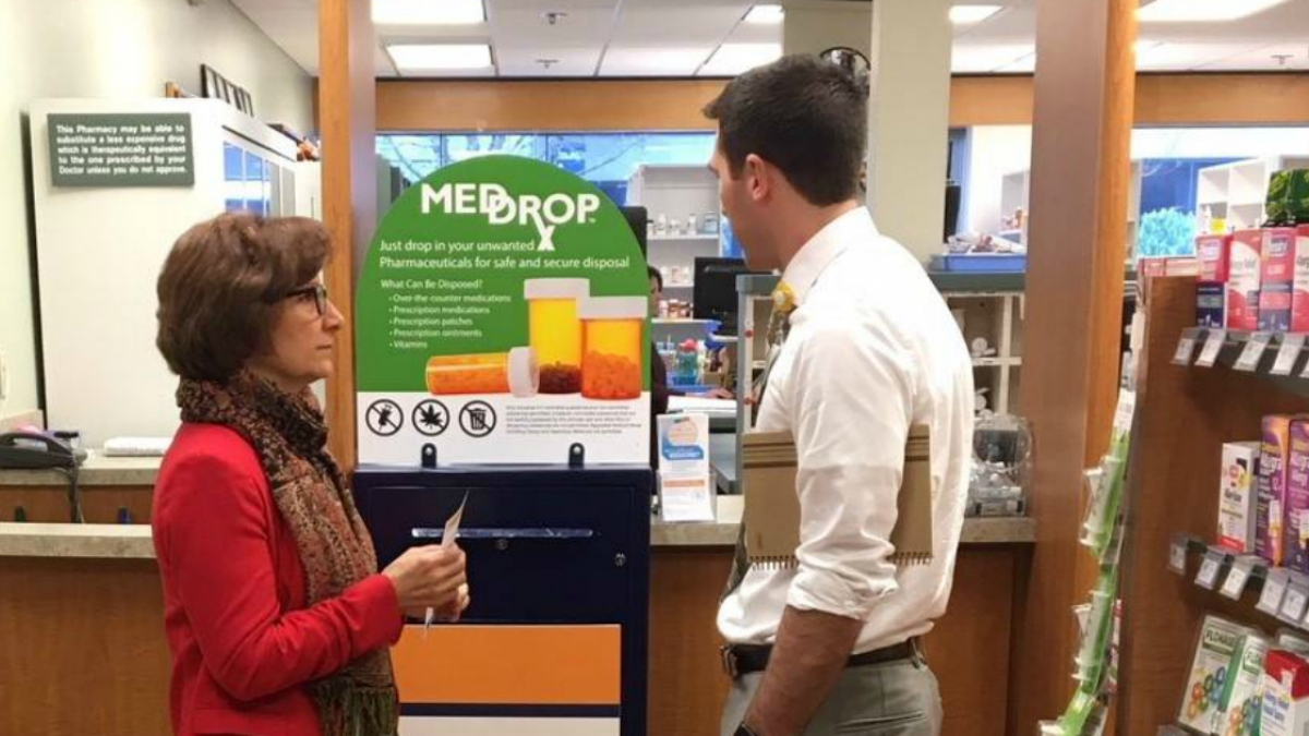 Bonamici Visits Drug Disposal Site at Pharmacy